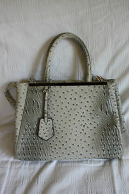 Große Damen Handtasche hellgrau beige mit Straußenlederoptik