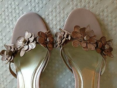 UNISA FEMININE BLUSH PINK LEATHER FLOWERED LOW HEEL SLIP ON SANDALS - SIZE 7.5M