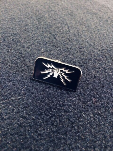 RAF Fist And Sparks Lapel Badge - Wireless/Telecommunications Trades