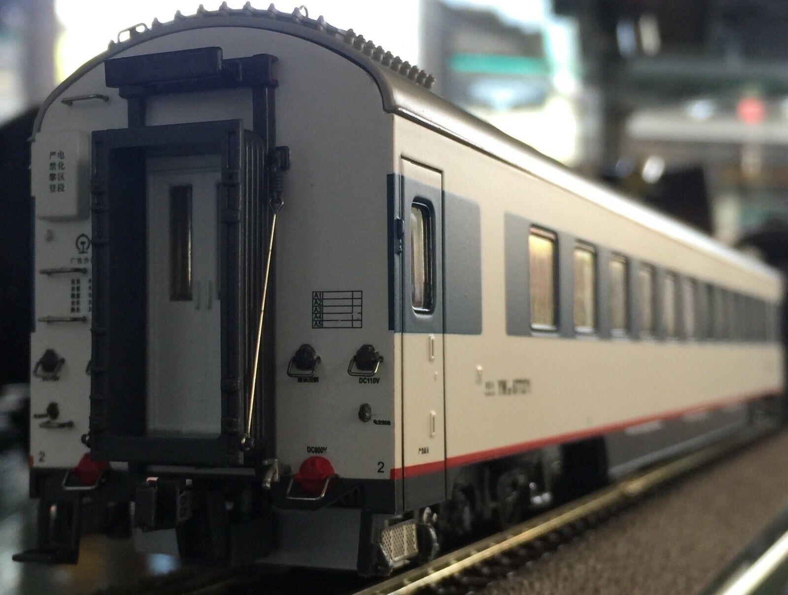 La Cina ferrovia Spur HO vagoni 25t con luce interna & rossoanti tifosi