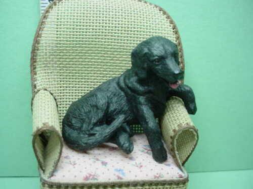 Miniature Sitting Labrador Dog  Falcon #1123BK Made of Resin /& Posed