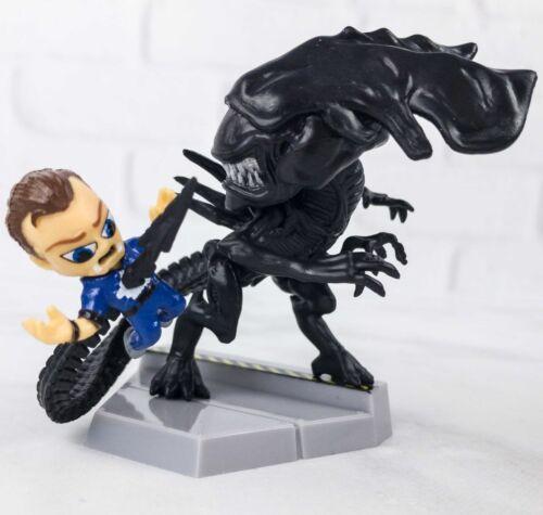 Aliens-Loot Crate Exclusive-Queen Takes Bishop Mini Figure-New