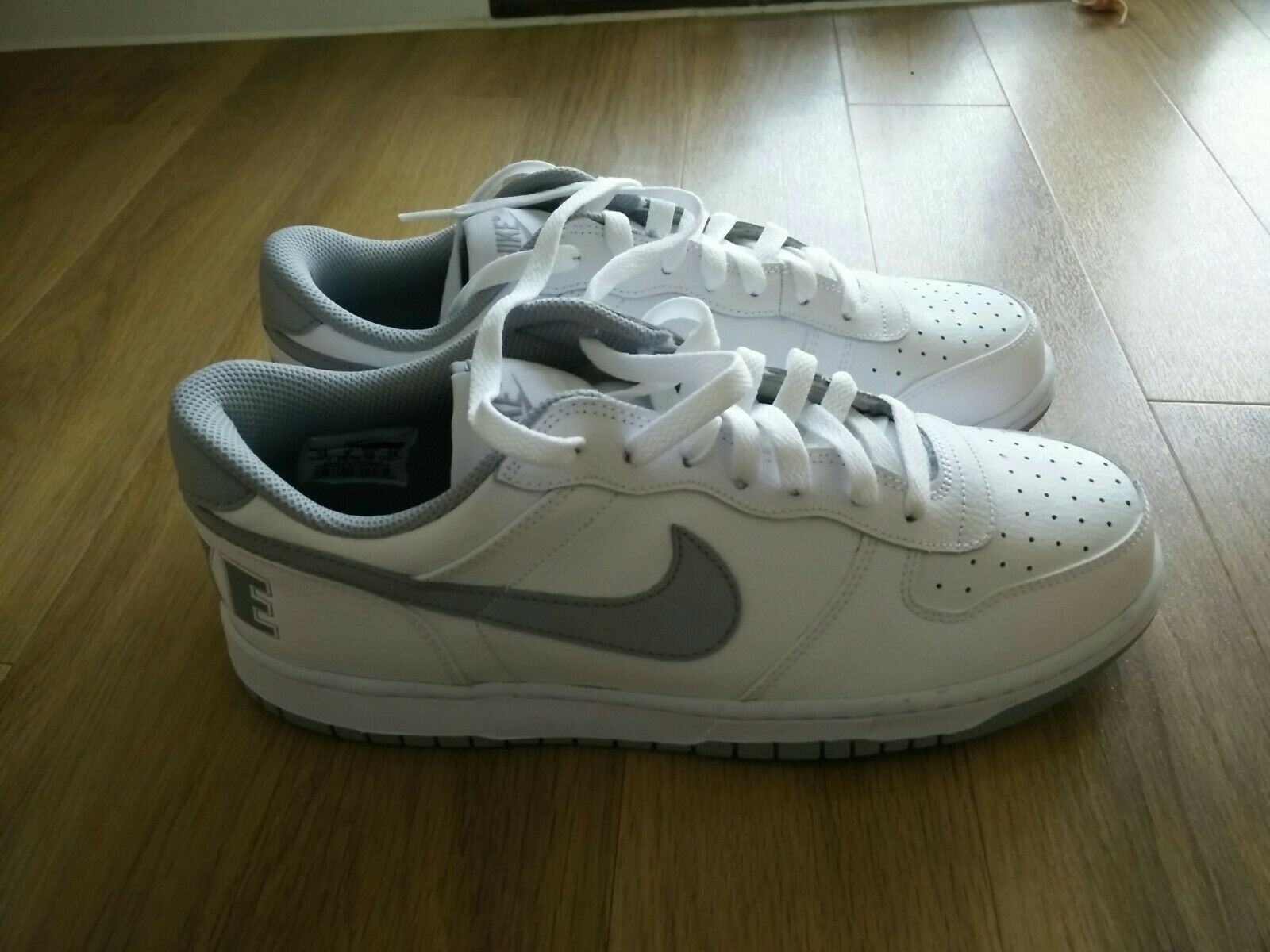 Nike Big Low Blanc and  Gris  real leather  trainersTaille 9