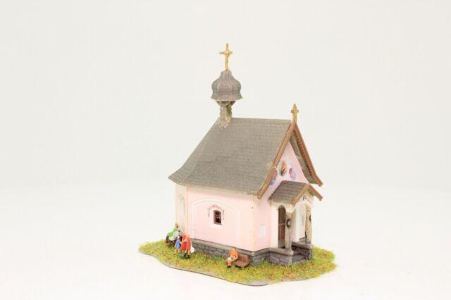 Faller 232239 Spur N Kapelle St. Bernhard mit Figuren fertig aufgebaut