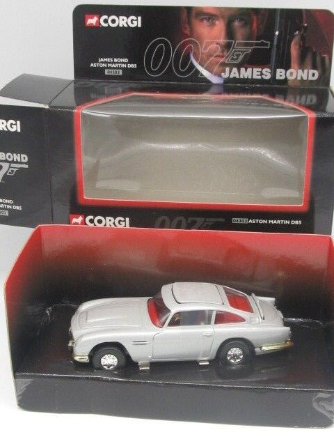 CORGI ASTON MARTIN DB5 JAMES BOND 007- CC 04303 with Working features NEW IN BOX
