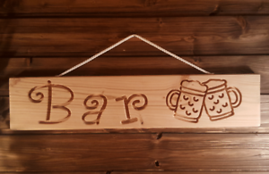 Bar-mit-Bierkruegen-Holz-Dekoschild-massiv-gefraeste-Gravur-Bar-Garten-55cm