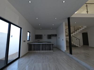 Estrena hermosa casa en Zibata