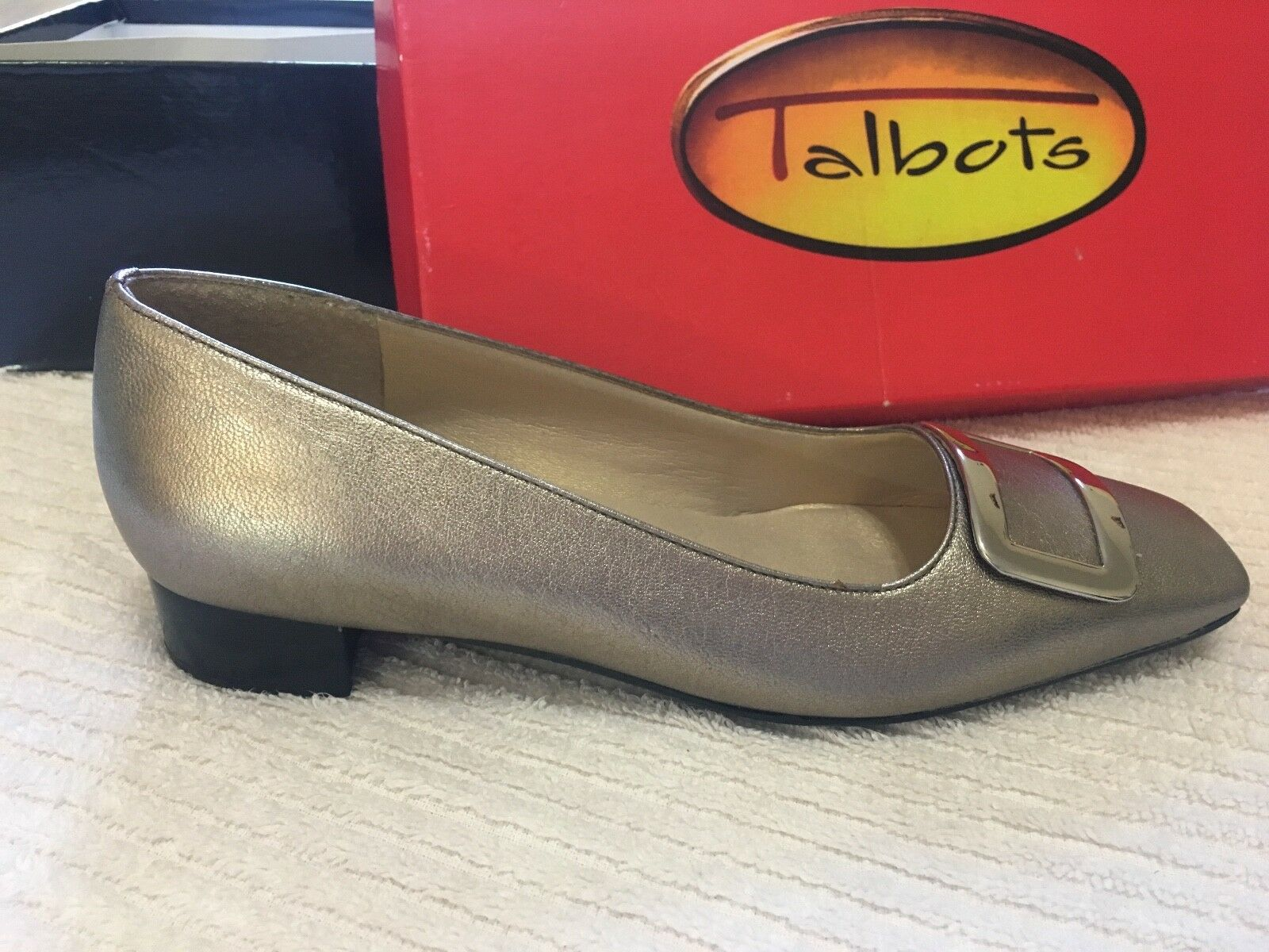 Talbots gold Leather Flats with with with Buckle Detail in Size 5 4bb816