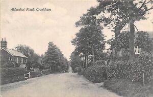 POSTCARD   HAMPSHIRE   CROOKHAM  Aldershot   Road
