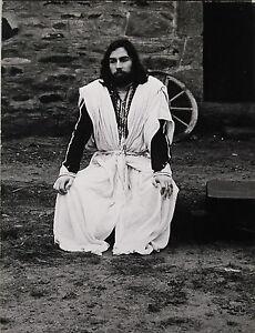 Photographie par Kim Camba 1973 acteur en costume film à déterminer - France - Une fois l'objet reu, contactez le vendeur dans un délai de Frais de retour 14 derniers jours L'acheteur paie les frais de retour - France