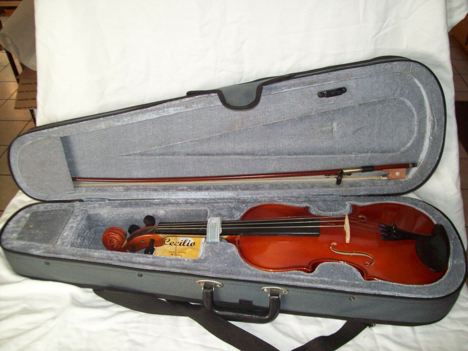 Nice Violin With Carry Case, Bow, A String & Cecilia Violin Pitch Pipe