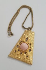 Vintage-necklace-gold-tone-trapezoid-pink-cabochon-orient-leaves