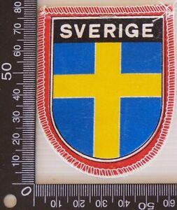 VINTAGE-SVERIGE-SWEDEN-EMBROIDERED-SOUVENIR-PATCH-WOVEN-CLOTH-SEW-ON-BADGE