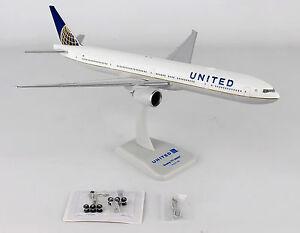 Hogan-Wings-United-Boeing-777-300ER-HG10567G-1-200-W-GEAR-amp-WiFi-Radome-New