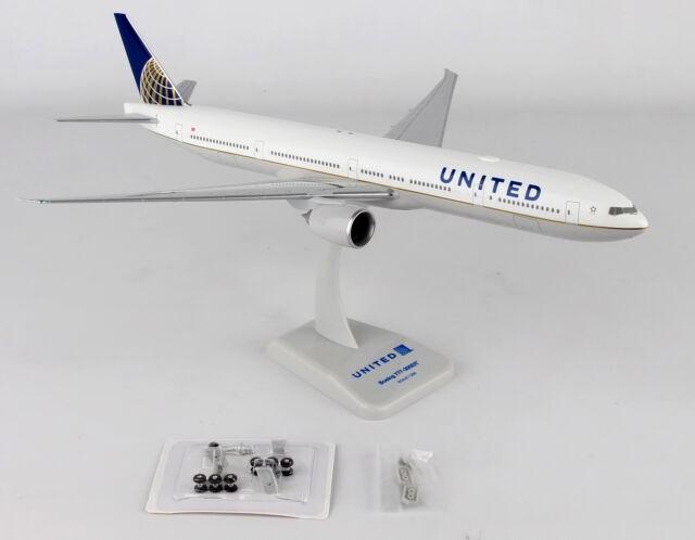 Hogan Wings United Boeing 777-300ER HG10567G 1//200 W//GEAR /& WiFi Radome New