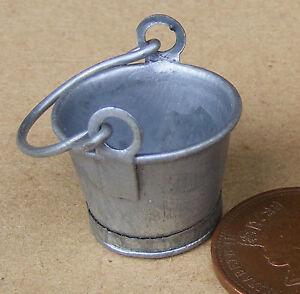 1-12-Escala-Pequeno-Metal-Cubo-Tumdee-Jardin-Miniatura-Casa-de-Munecas-Cubo-899