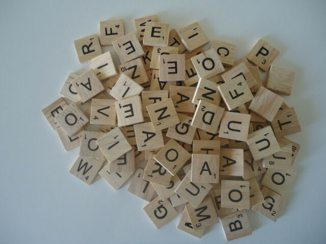1000 RANDOM Scrabble Wooden Tiles Crafts Weddings Vintage 2cm x 2cm Game Pendant