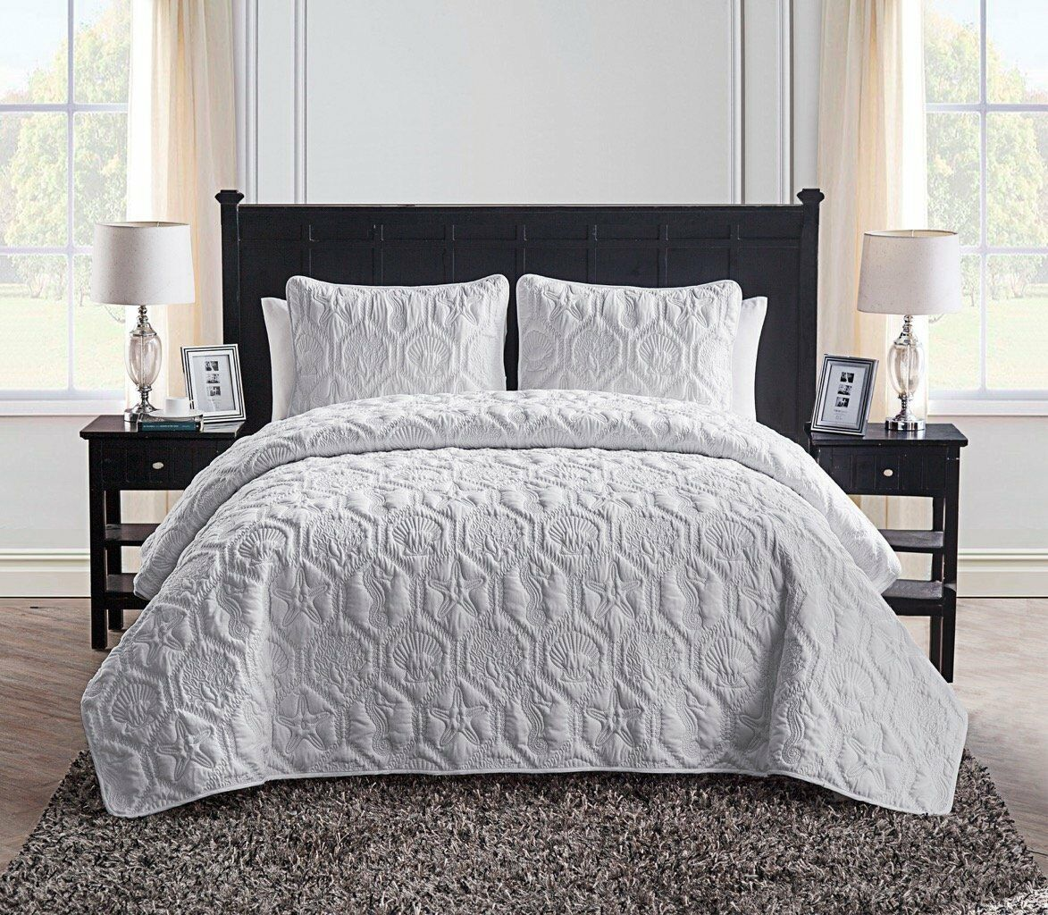 VCNY Home Shore 3-Piece White Embossed Quilt Set - Full/Queen