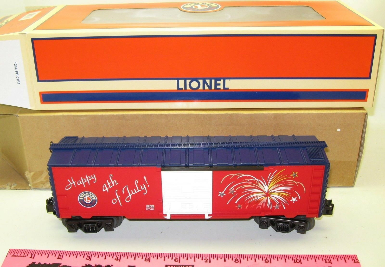 New Lionel 6-36769 LRRC Fourth of July Lighted Boxcar