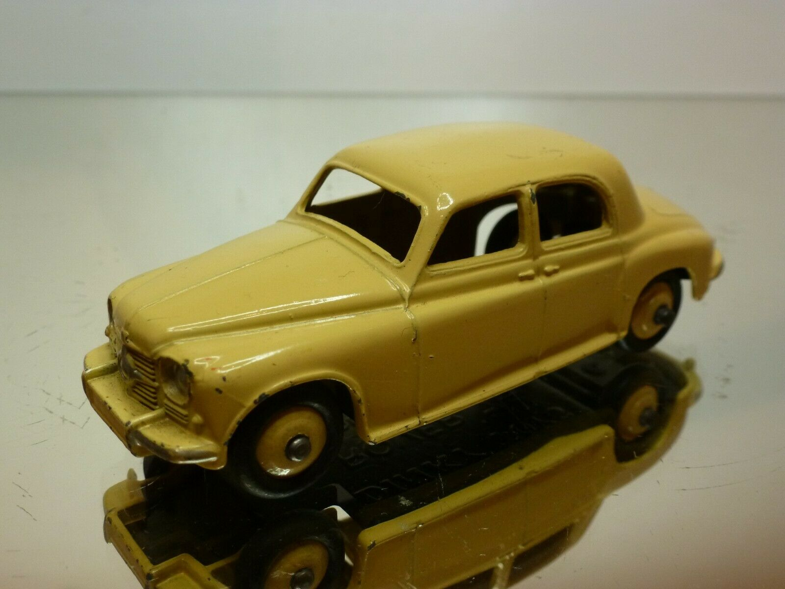 DINKY TOYS 140B ROVER 75 - CREAM 1 1 1 43 - VERY GOOD CONDITION 3d7f74