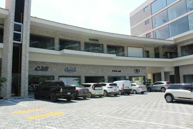 Local comercial en renta venta segunda planta Parota Center