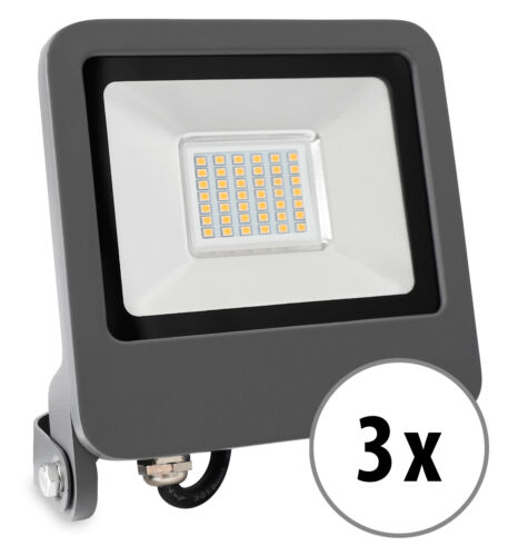 3 flache LED Flutlicht-Strahler mit 2400 Lumen und 3200K im grauen IP65-Gehäuse