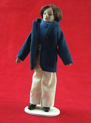Puppe Frau 13,5 cm. Köchin für 1:12 Puppenhaus Porzellan bekleidet