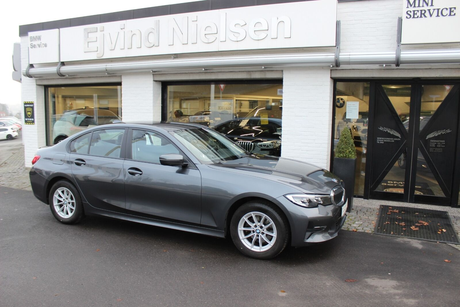 BMW 320i 2,0 Connected aut. 4d - 394.900 kr.