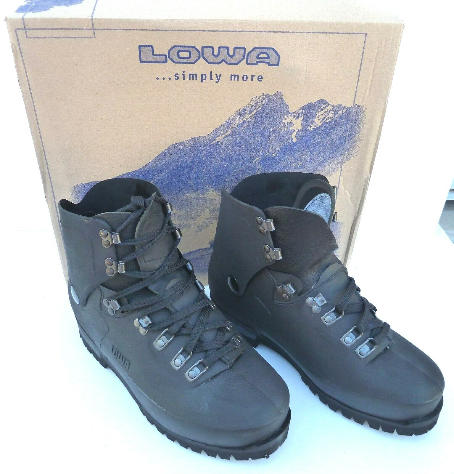 LOWA CIVETTA EXTREME COLD MOUNTAIN,  ICE CLIMBING  BOOTS SIZE  9   NEW  for your style of play at the cheapest prices