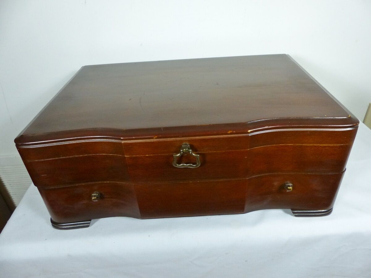FLATWARE or CUTLERY CHEST BOX WALNUT 12 PLACES PLACES PLACES DRAWER BY HADDON HALL DD70 73437a