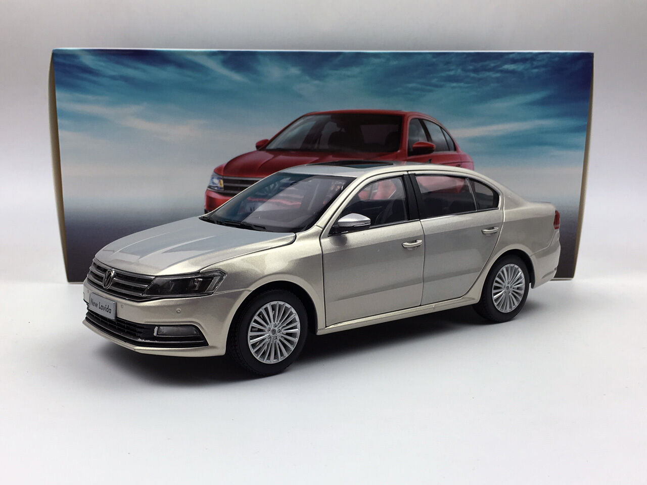 1 18 Shanghai Volkswagen New Lavida 2015 gold Diecast Metal Model Car