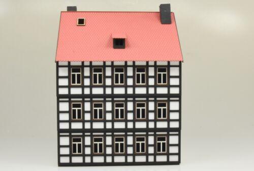 1935 Spur 0 Harzer Fachwerk-Stadthaus mit Ladenlok dreistöckig Lasercut-Bausatz