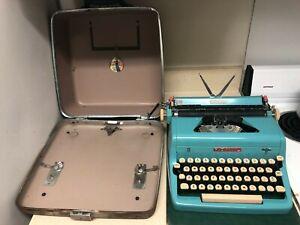 1950's Turquoise Royal Quiet De Luxe Typewriter in Original Case