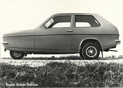 RELIANT SUPER ROBIN SALOON CIRCA 1975 ORIGINAL PERIOD PRESS PHOTOGRAPH.