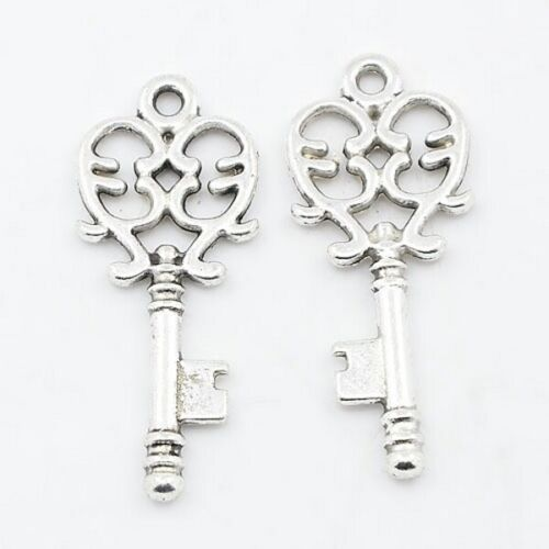 10 Skeleton Key Pendants Steampunk Style 33mm Long Vintage Keys G10