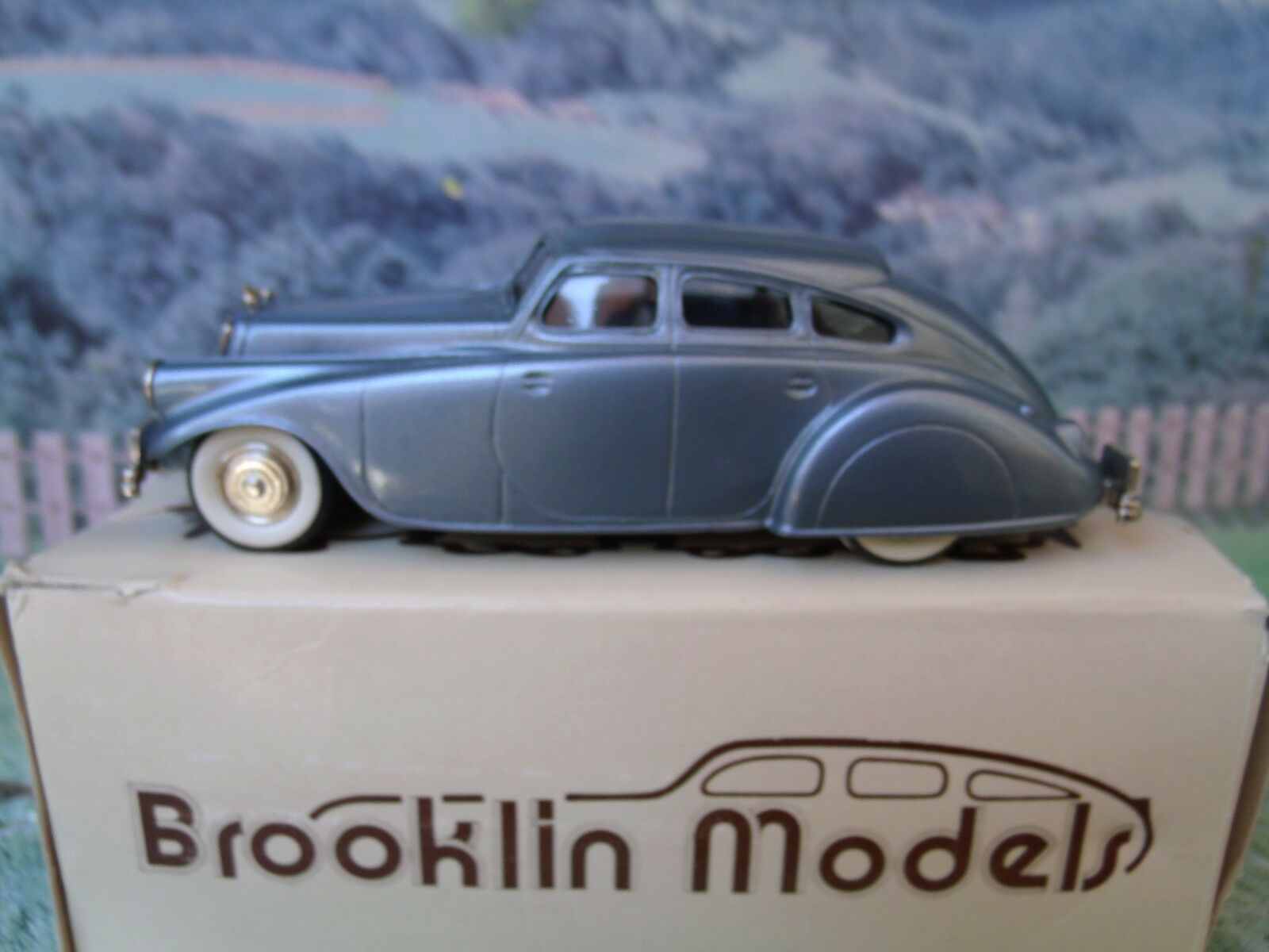 1/43 Brooklin models  ( England ) 1933 Pierce arrow white metal