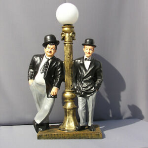 Dick-und-Doof-Stan-amp-Olli-Figur-Stehlampe-Lampe-Statue-Skulptur-Deko-Laterne