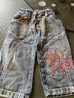 Superbe jean avec broderie t 12 mois tres bon etat + 1 KDO