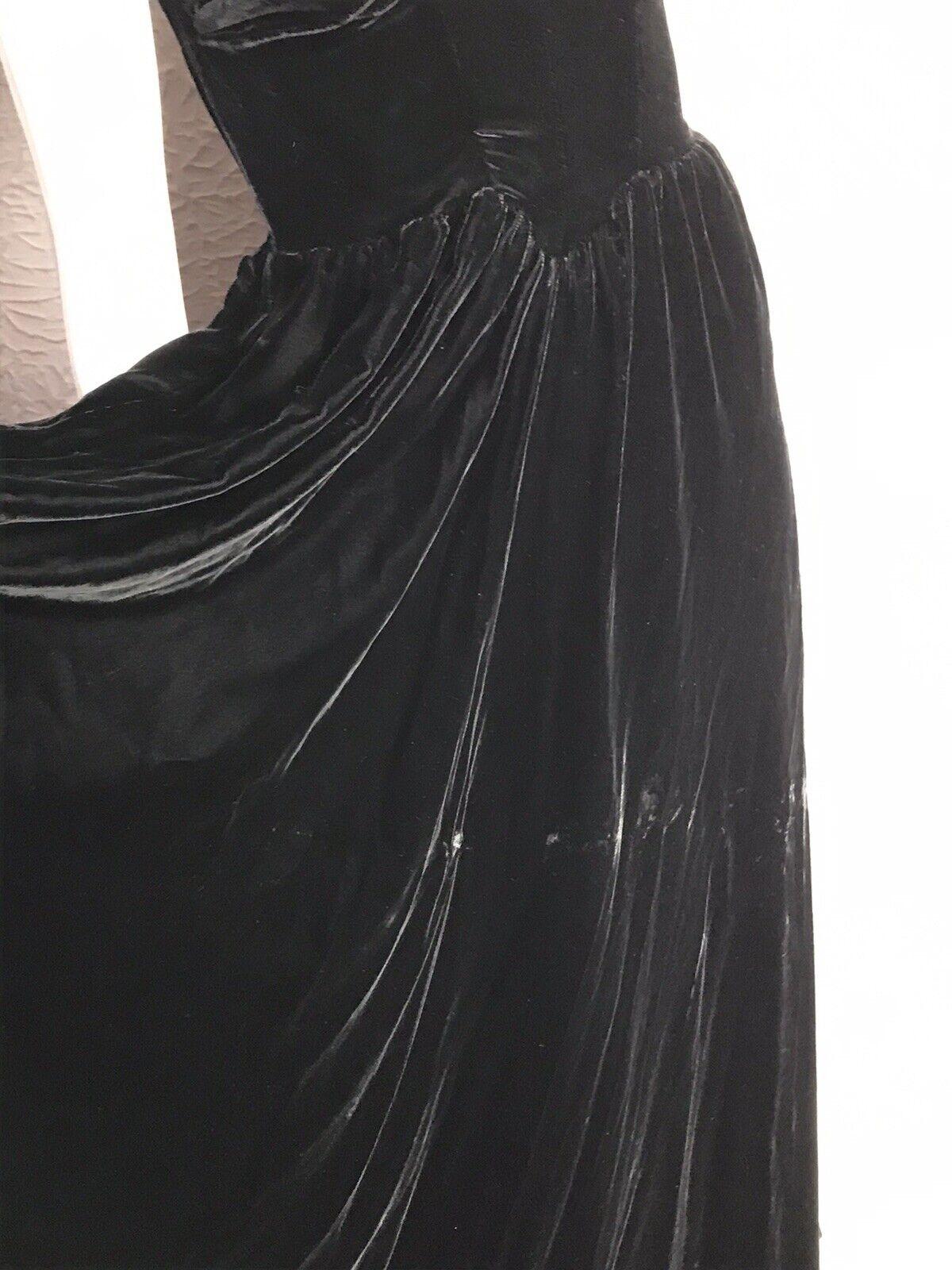 30's Vintage Silk Velvet Evening Gown Goth Vamp  … - image 12