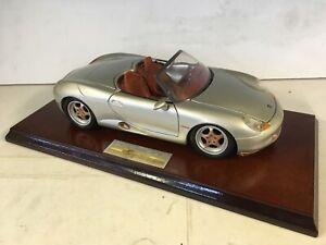 Edicion-Especial-Maisto-Porsche-Boxster-con-ruedas-doradas-montado-1-18-DIE-CAST