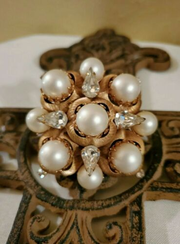 Vintage Rare Hattie Carnegie Large Pearl Brooch *S