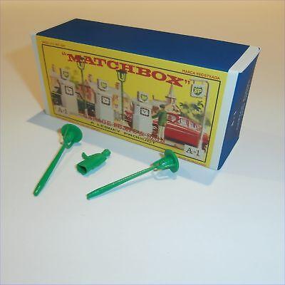 Matchbox Lesney Accessory 1 b BP Petrol Pumps Display Box with Plastic Man Lamps