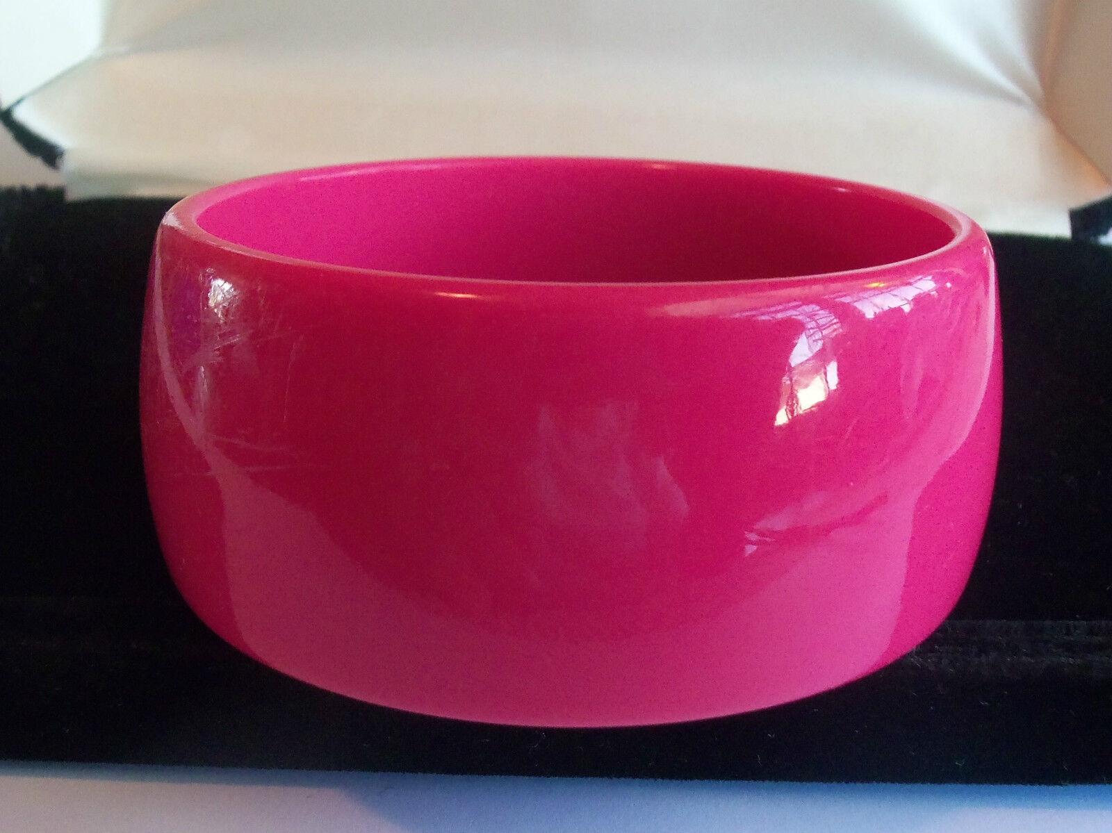 VINTAGE 60's Wide Hot Pink Thermoset Lucite Bangl… - image 3