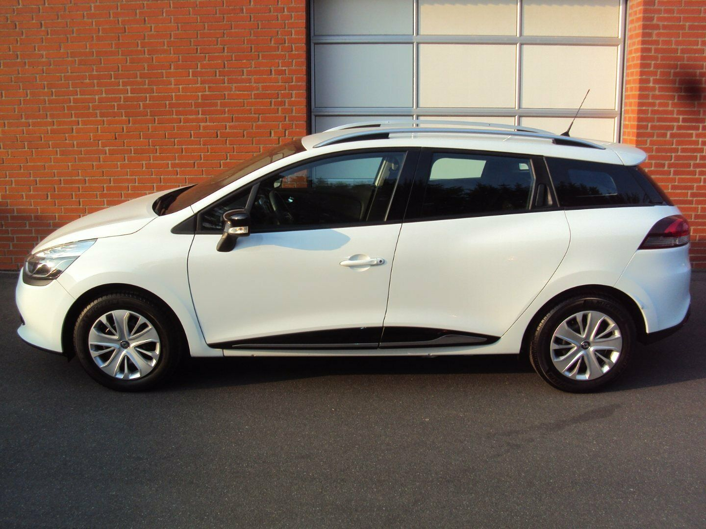 Renault Clio IV 0,9 TCe 90 Expression ST 5d - 119.900 kr.