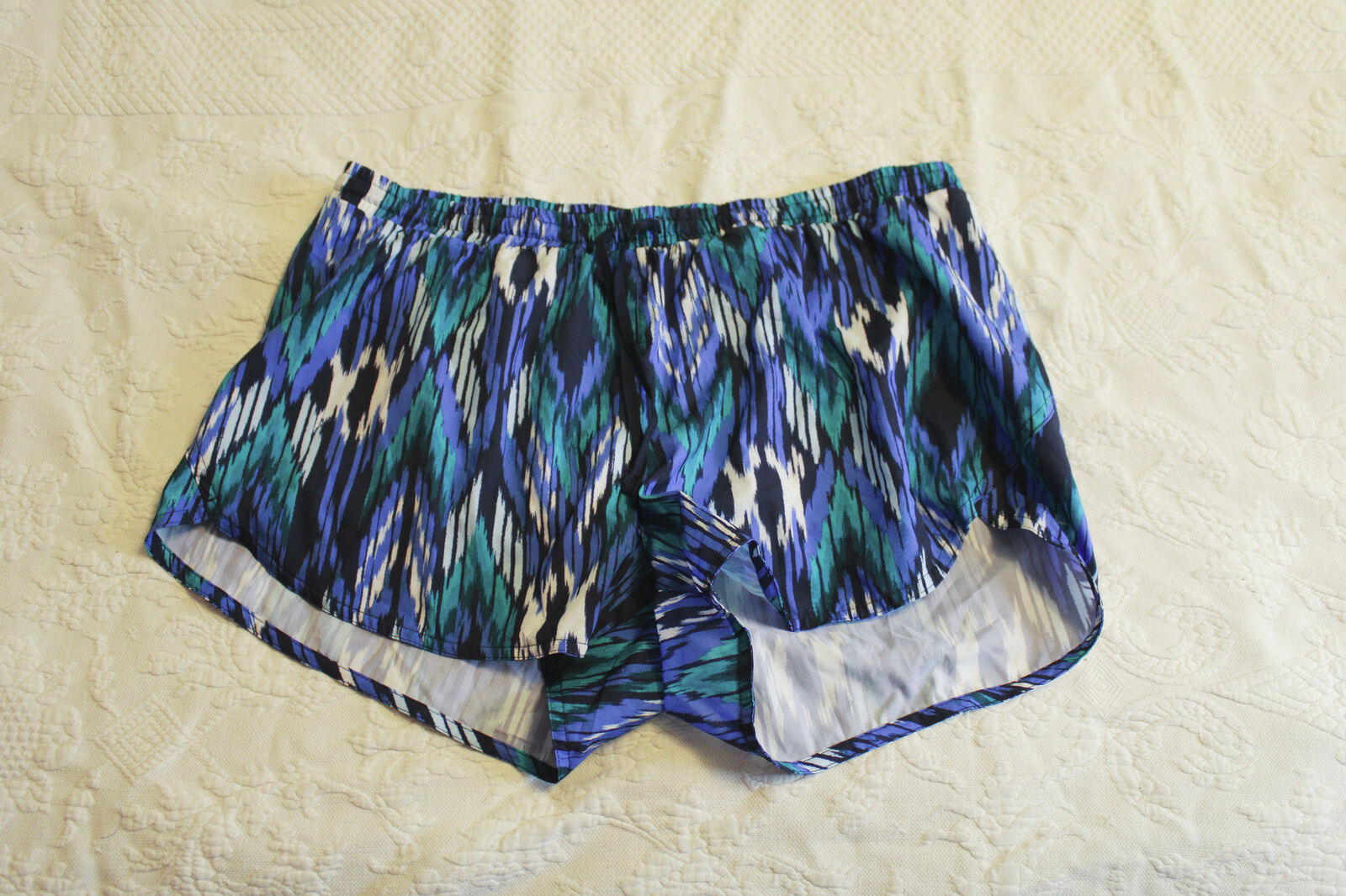 Old Navy Active Women's Go-Dry Inner-Lined Printed Shorts RH7 Multi Large NWT