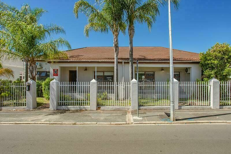 4 Bedroom House for Sale in Paarl Central