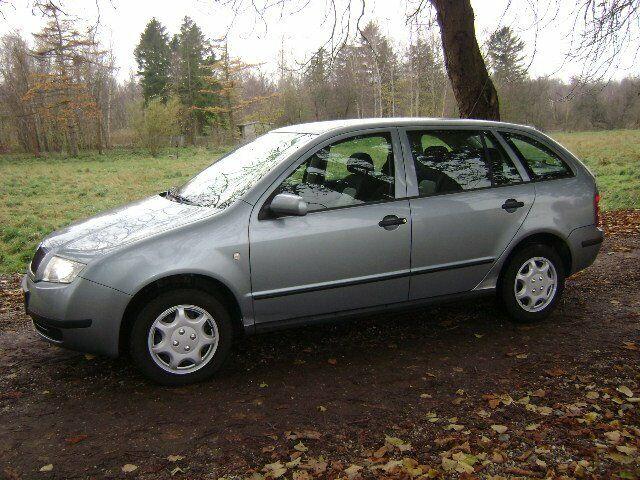 Skoda Fabia 1,2 12V Comfort Combi Benzin modelår 2004 km