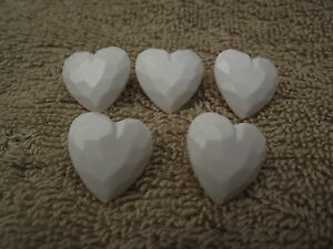 17mm Boutons Forme Coeur Blanc Avec Shanks-choisir Quantité-afficher Le Titre D'origine Saveur Pure Et Douce