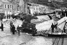 WW2 - Port-en-Bessin - Débarquement des matériels depuis les Landing-crafts