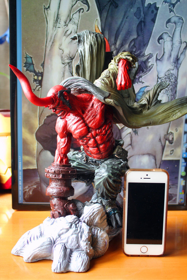 Hellboy 14  Fighting Figure Statue Pre-painted Toy Limited Edition Collectibles